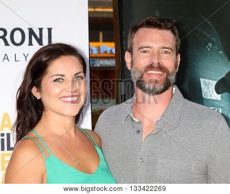 LOS ANGELES - JUN 7:  Marika Dominczyk, Scott Foley at the 2016 Los Angeles Film Festival - The Conjuring 2 Premiere at TCL Chinese Theater IMAX on June 7, 2016 in Los Angeles, CA