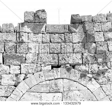 Bush Gate  In  Athens The      Old Column  Stone  Construction Asia Greece And  Roman Temple