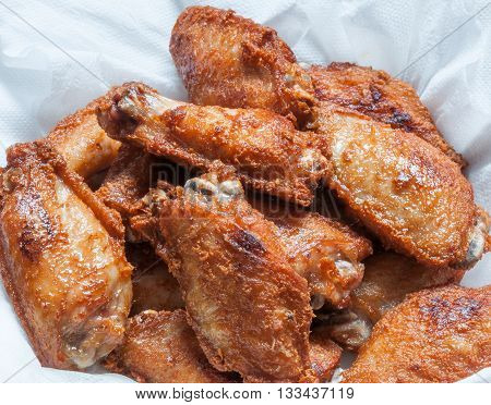 Chicken wings fried on the plate with tissue paper for reduce the oil.