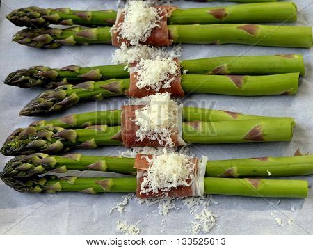 Asparagus Wrapped in Prosciutto Ham with Parmesan Cheese: Asparagus Bundles ready for baking.