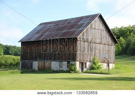 An unpainted wood barn in Leeland, Michigan