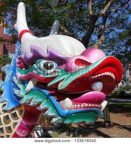 The traditional figurehead in the shape of a dragon decorates the front end of the dragon boats.