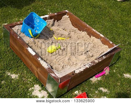Creative design wooden sand box sandpit with colorful plastic toys