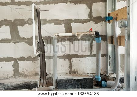 Construction of pipes and valves of a heating system in the house