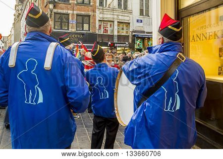 BRUSSELS, BELGIUM - MAY 10, 2013: It's a brass band playing at the ceremony changing costume Manneken Pis.