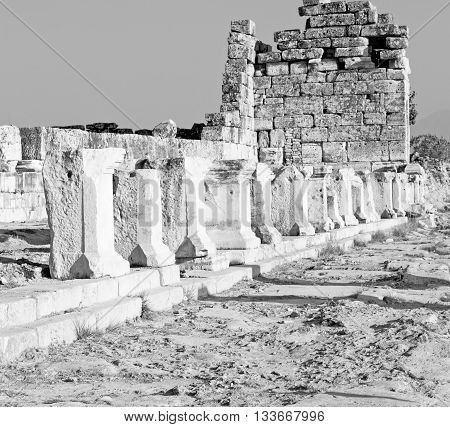 History Pamukkale    Old Construction In Asia Turkey The Column  And The Roman Temple