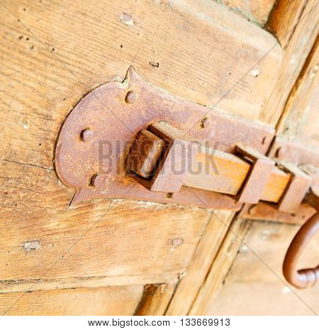Europe Old In  Italy  Antique Close Brown Door And Rusty Lock  Closeup