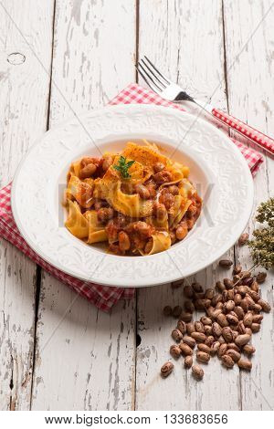 pasta with tomatoes and beans sauce