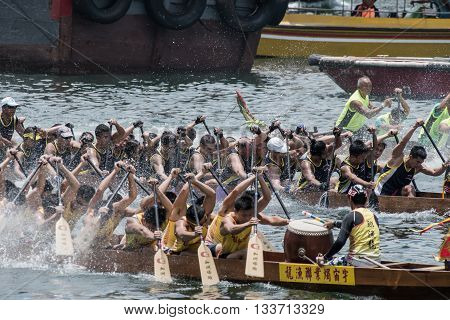 Aberdeen,hongkong,june 6 2016: Boats Racing In The Love River For The Dragon Boat Festival In Aberde
