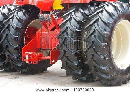 Detailed view of heavy vehicle big wheel