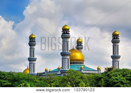 Beautiful View Of Jame Asr Hassanil Bolkiah Mosque With Green