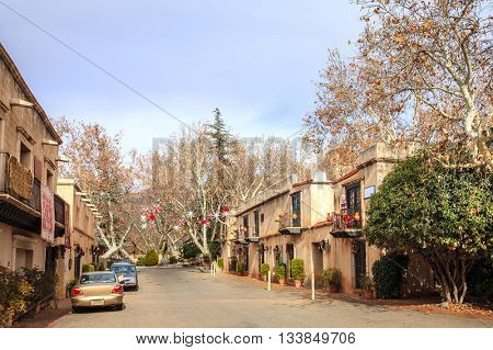 Shopping street in Tlaquepaque Arts and Crafts Village in Sedona, Arizona