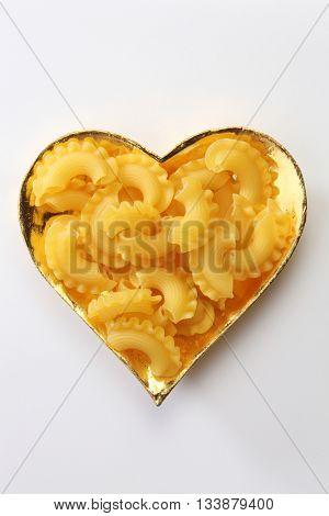creste di gallo pasta in the heart shape container