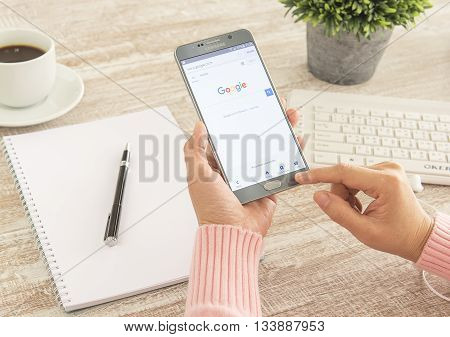 BANKKOK THAILAND - FEBRUARY 102016: Human hands using a smartphone notes 5 show Google search.