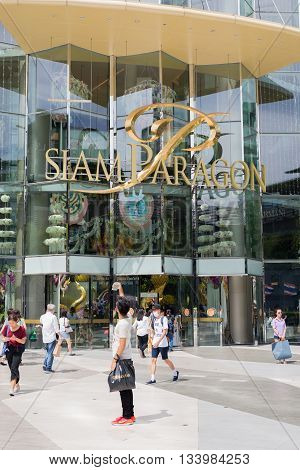 BANGKOK, THAILAND - JUNE 8, 2016 : Tourist taking selfie in front of Siam Paragon, one of the most famous shopping mall in south east Asia in Bangkok, Thailand