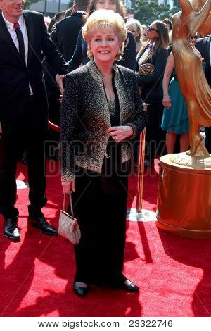 LOS ANGELES - SEP 10:  Debbie Reynolds arriving at the Creative Arts Emmys 2011 at Nokia Theater  on September 10, 2011 in Los Angeles, CA