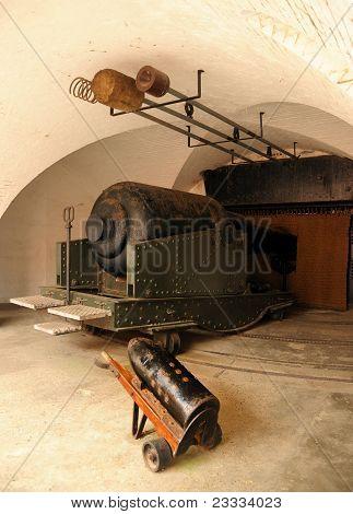 Victorian 38 ton cannon.