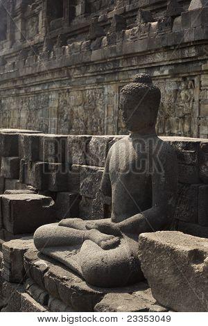 Buddha statue in meditation pose