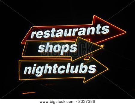 Rótulos luminosos en lugar de noche Popular
