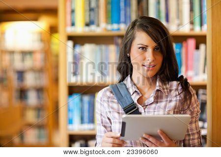 Jonge Student met behulp van een Tablet PC