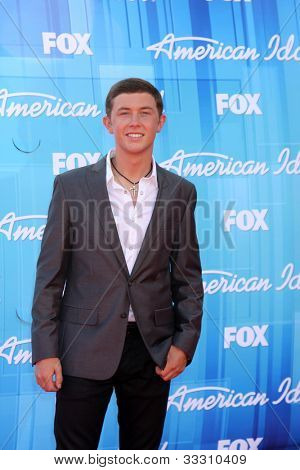 LOS ANGELES - MAY 23:  Scotty McCreery arrives at the