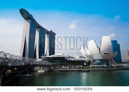 Singapur - 15 de abril: Marina Bay Sands Hotel en jornada el 15 de abril de 2012 en Singapur. Este hotel es bi