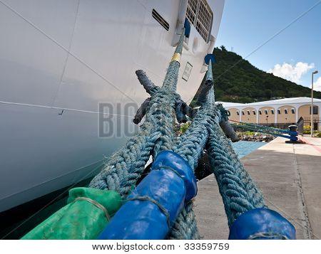 Ship mooring ropes