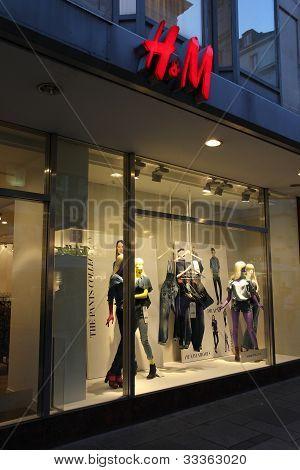 H & M Fashion Store