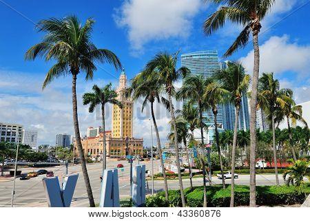 MIAMI, FL - 7 de fevereiro: Freedom Tower na rua 7 de fevereiro de 2012, em Miami, Flórida. Como um memorial para C