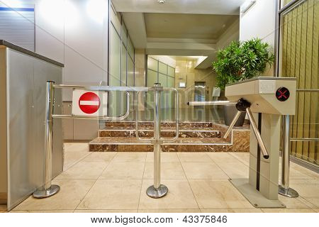 Entrance equipped with turnstile