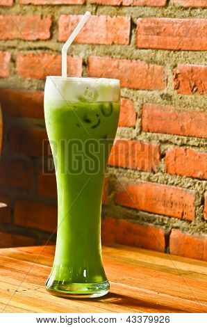 Chá verde frio