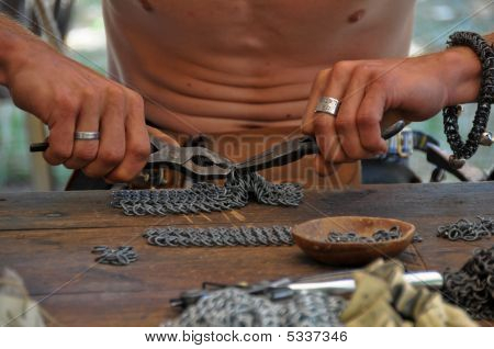 Chain-mail Maker