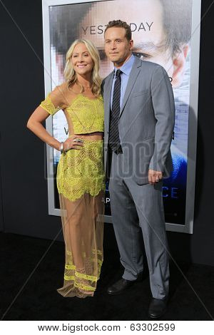 LOS ANGELES - APR 10:  Cynthia Daniel, Cole Hauser at the