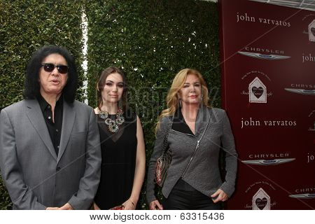 LOS ANGELES - APR 13:  Gene Simmons, Sophie Simmons, Shannon Tweed at the John Varvatos 11th Annual Stuart House Benefit at  John Varvatos Boutique on April 13, 2014 in West Hollywood, CA