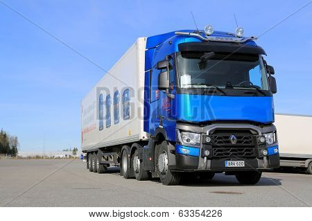 Blue Renault T460 Truck