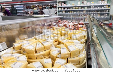 Samara, Russia - September 27, 2014: Showcase With Cheese Ready To Sale In Supermarket Magnit. Russi