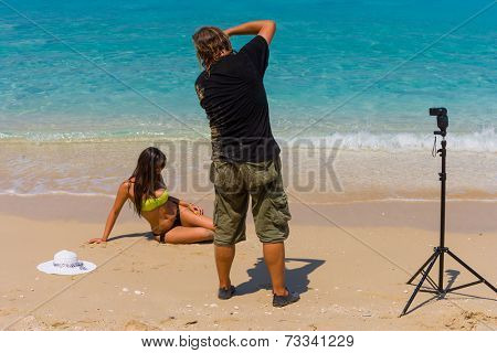 Photographer Photoshoot on the beach with beautiful bikini model