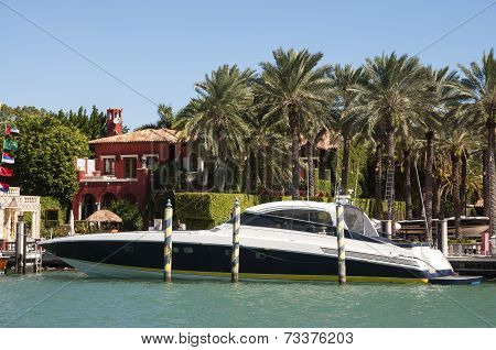 Luxury Motor Yacht On Star Island