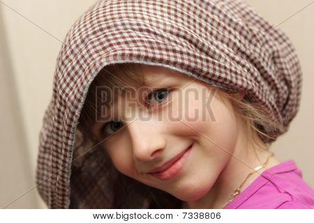 Chica de la bufanda de cuadros