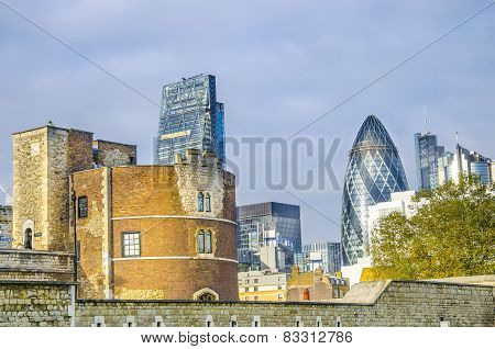 Tower of London with a view of modern scyscrapers