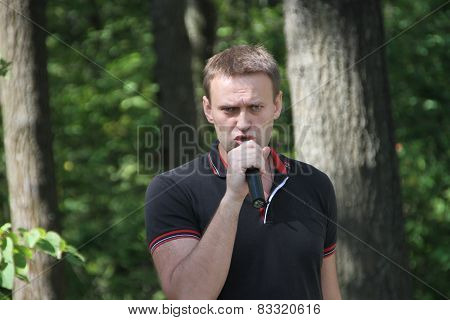 Alexei Navalny speaks at a meeting of activists in the Khimki wood