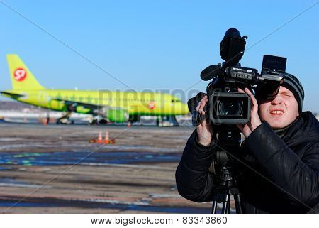 NIZHNY NOVGOROD. RUSSIA. FEBRUARY 17, 2015. The video operator behind work