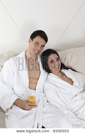 Sexy young Couple in weiß