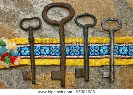 Four vintage rusty keys