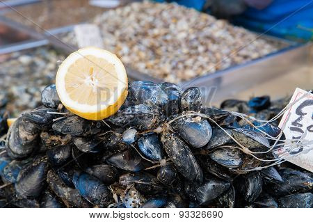 Lemon And Mussels