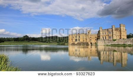 Leeds Castle of England