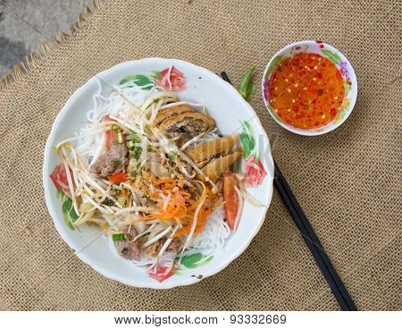 Vietnamese Noodle With Pork And Vegetable