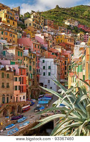 Colourful village Riomaggiore in Cinque terre, Italy.
