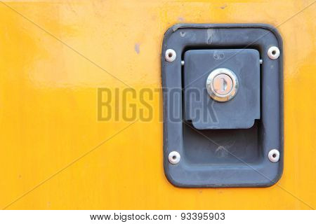 locked cap on yellow plate