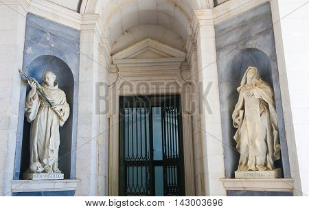 Mafra Palace - Statue Of John Of God And Theresia